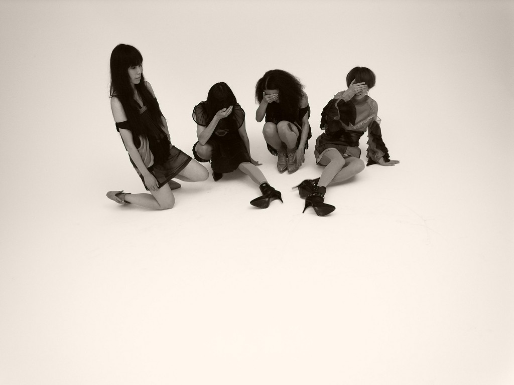 Japanese avant-tribal-noise-pop collective OOIOO (oh-oh-eye-oh-oh).
