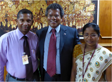 After his recent lecture at the Central Bank of Sri Lanka in Colombo, Prof. Patrick Mendis (center) met with two of his award recipients—now a senior lecturer and a public servant—at the University of Sri Jayewardenepura, their alma mater. (Contributed photo)