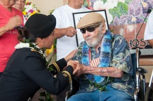 U.S. Rep. Tulsi Gabbard, who is also a major in the U.S. Army Reserve, thanks a military veteran on Kauai on Veterans Day. (Contributed photo)